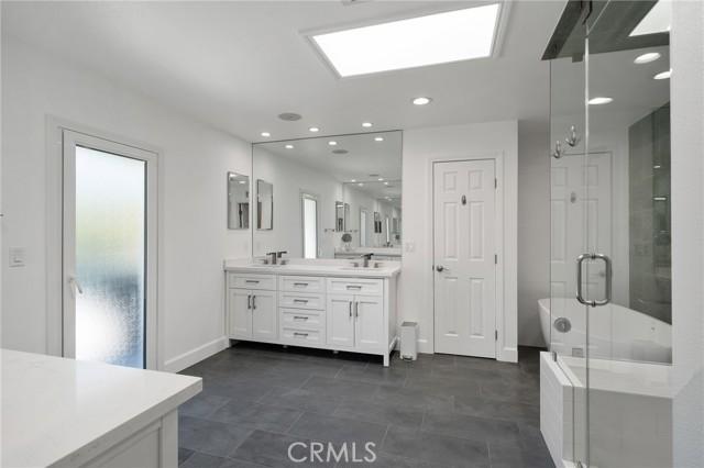 6140 Fenwood Avenue, Woodland Hills CA: http://media.crmls.org/mediascn/fdd52049-7b1c-4492-8917-2443f66bad1a.jpg