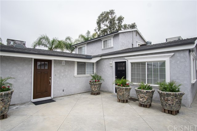 12321 Luna Place, Granada Hills CA: http://media.crmls.org/mediascn/fde2da33-1814-4237-a8f6-0c2bf457ed3c.jpg