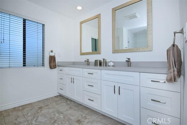 23307 Weller Place, Woodland Hills CA: http://media.crmls.org/mediascn/fe0c23c8-ad22-41d9-9695-1e82d40d92c0.jpg