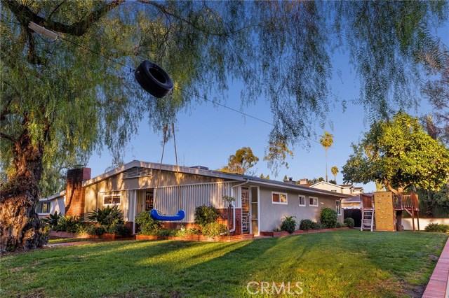 4870 San Feliciano Drive, Woodland Hills CA: http://media.crmls.org/mediascn/fe285f64-2407-44a5-bef8-3f086007c6a9.jpg