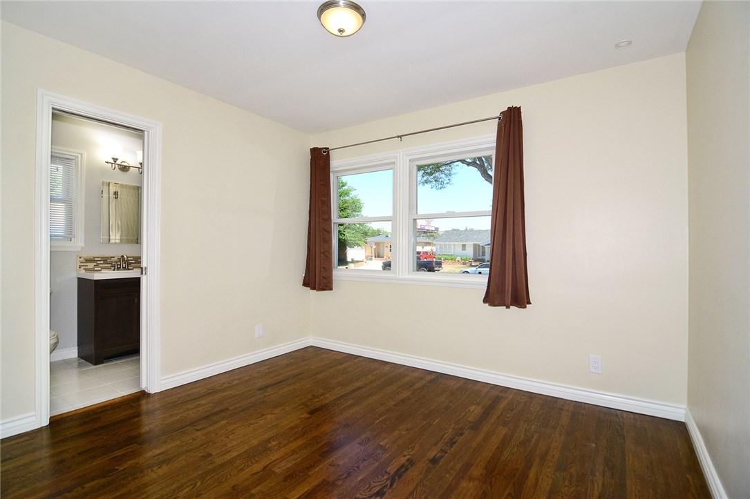 6531 Hanna Avenue, Woodland Hills CA: http://media.crmls.org/mediascn/fe2a53c7-39c3-43f1-8c33-28b8d5cbf697.jpg