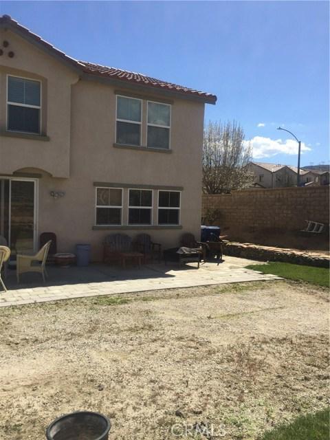 37515 Limelight Way, Palmdale CA: http://media.crmls.org/mediascn/fe347a2c-546b-48ae-a8ad-aaa43e95b2d8.jpg