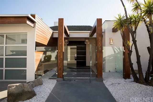 Single Family Home for Rent at 8228 Bellgave Place 8228 Bellgave Place West Hollywood, California 90069 United States