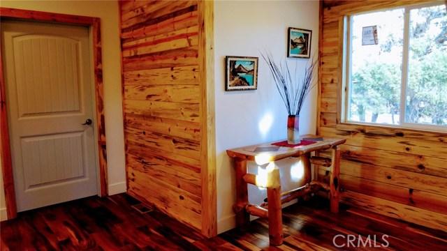 2126 5 th Lane, Big Bear CA: http://media.crmls.org/mediascn/fe60efba-0230-42f7-b4a5-343b9c28086a.jpg