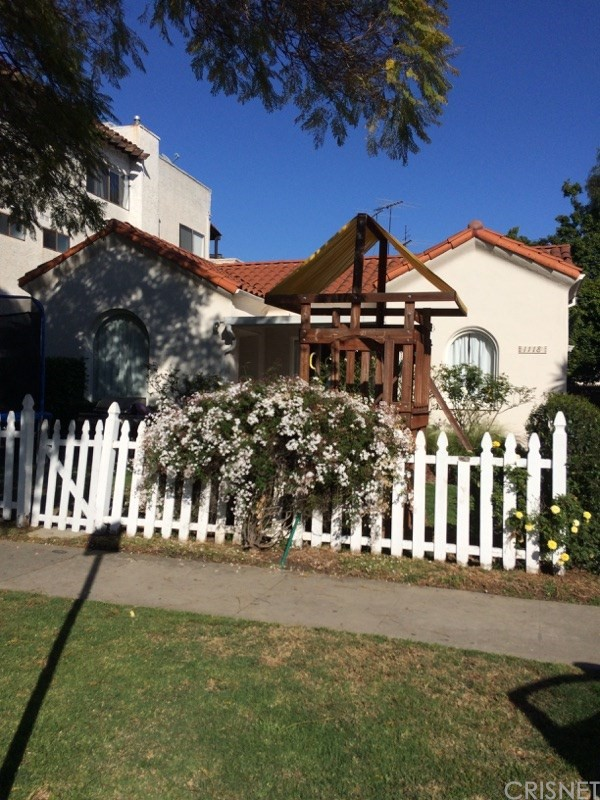 Single Family for Sale at 1118 Shenandoah Street S Los Angeles, California 90035 United States