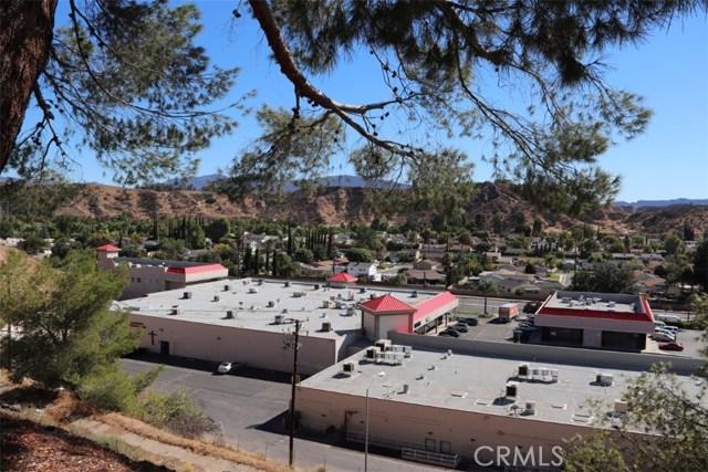 22532 Paseo Terraza, Saugus CA: http://media.crmls.org/mediascn/fed9e0af-ea87-4aca-8635-639d0584559d.jpg