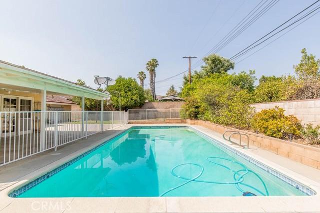 10920 Garden Grove Avenue, Northridge CA: http://media.crmls.org/mediascn/fef8541f-1fbd-4d2d-ab57-6b35bf38bbe5.jpg