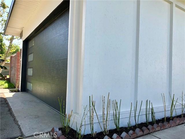 17970 Hatton Street, Reseda CA: http://media.crmls.org/mediascn/ff17da72-4e93-41ae-a1c2-cd4c4b33d00c.jpg