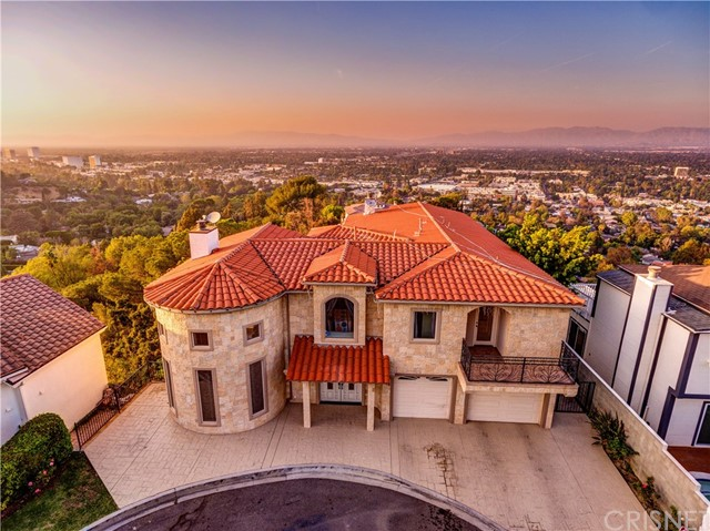 Single Family Home for Rent at 3837 Sherwood Place 3837 Sherwood Place Sherman Oaks, California 91423 United States