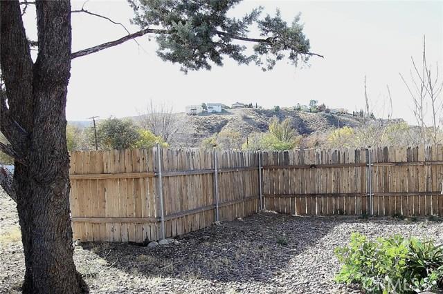14404 Ashtree Drive, Lake Hughes CA: http://media.crmls.org/mediascn/ff611b64-72e8-40df-b76b-15c1bb6300a4.jpg