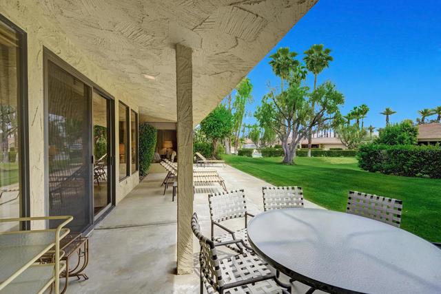 44842 Guadalupe Drive, Indian Wells CA: http://media.crmls.org/mediaz/00071C28-ED3A-45A5-A567-36CF22EC1A5A.jpg