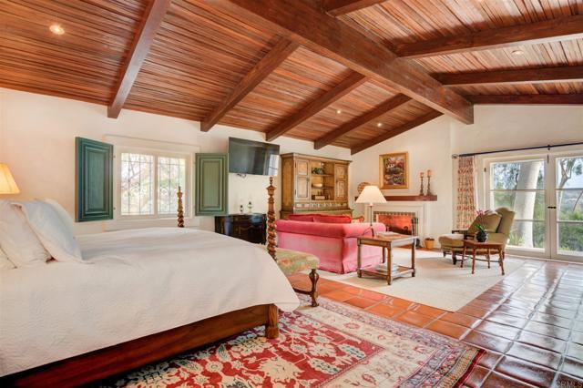17538 El Vuelo, Rancho Santa Fe CA: http://media.crmls.org/mediaz/00976EE0-F808-46D8-9763-6F6D7DFDFF14.jpg