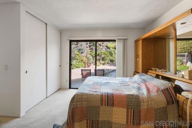 17623 Fonticello Way, San Diego CA: http://media.crmls.org/mediaz/00C05D81-ACBB-445D-84AD-94B9E97042E0.jpg