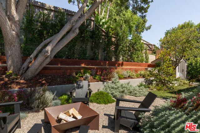 5044 Inadale Avenue, Los Angeles CA: http://media.crmls.org/mediaz/00FE6CF0-9799-4C34-8F32-40995DBE7AA8.jpg