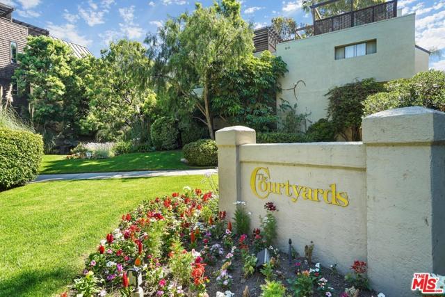 950 N Kings Road, West Hollywood CA: http://media.crmls.org/mediaz/0110CCE7-0789-4EAB-984C-B3DFAC2A3424.jpg