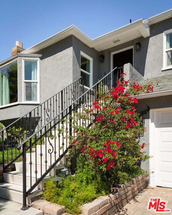 5044 Inadale Avenue, Los Angeles CA: http://media.crmls.org/mediaz/0128F1DC-3BAB-4129-8E45-8694DAC68F6A.jpg