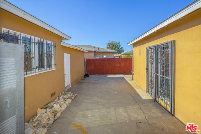 1417 W 127Th Street, Los Angeles CA: http://media.crmls.org/mediaz/01392886-8A82-4809-BD40-738E116F026F.jpg