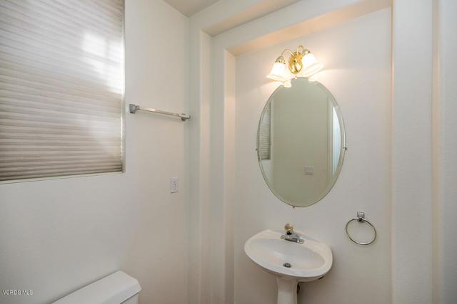 326 Avenida De Royale, Thousand Oaks CA: http://media.crmls.org/mediaz/01816256-DD10-4AEA-86B6-9278550C2EF0.jpg