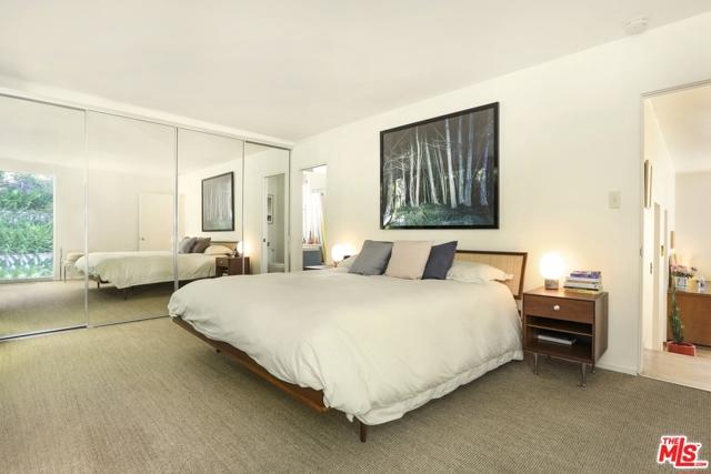3246 Primera Avenue, Los Angeles CA: http://media.crmls.org/mediaz/01E5C3B2-6E9A-4797-9A50-B97C65984538.jpg