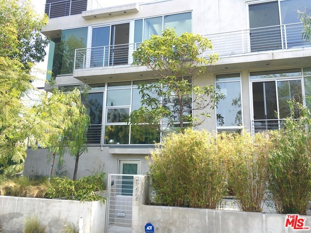 Townhouse for Rent at 542 Sweetzer Avenue N Los Angeles, California 90048 United States