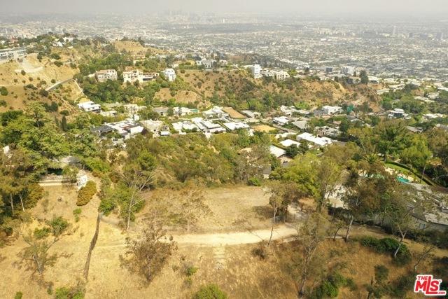 9229 Crescent Drive, Los Angeles CA: http://media.crmls.org/mediaz/0238ED26-1991-424B-B123-41F2AD2CC2D0.jpg