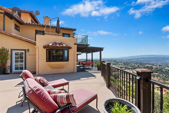 3223 Red Mountain Heights Dr., Fallbrook CA: http://media.crmls.org/mediaz/023A549D-8088-41AE-8887-4EBA4CA9C7F3.jpg