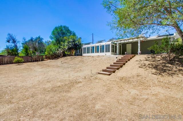 2840 Via Arroyo, Fallbrook CA: http://media.crmls.org/mediaz/0254f5b7-92c3-42fd-8aa7-cf2093bc9a9a.jpg