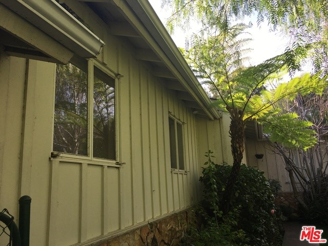 Single Family Home for Sale at 9454 Hidden Valley Place Los Angeles, California 90210 United States