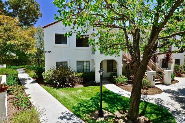 13315 Caminito Ciera, San Diego CA: http://media.crmls.org/mediaz/02C6A647-D3E2-439E-97DB-768C84A65746.jpg