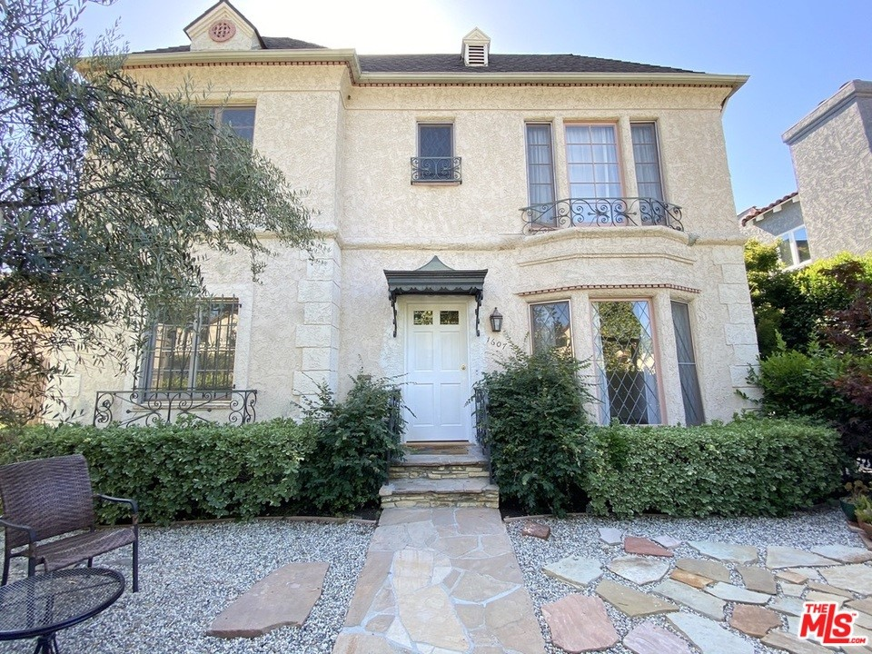 1607 Stearns Drive #  Los Angeles CA 90035