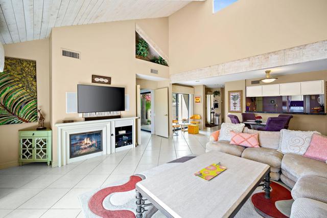 369 Wimbledon Drive, Rancho Mirage CA: http://media.crmls.org/mediaz/04199333-94FF-4ED7-9257-36BC9C06CB67.jpg