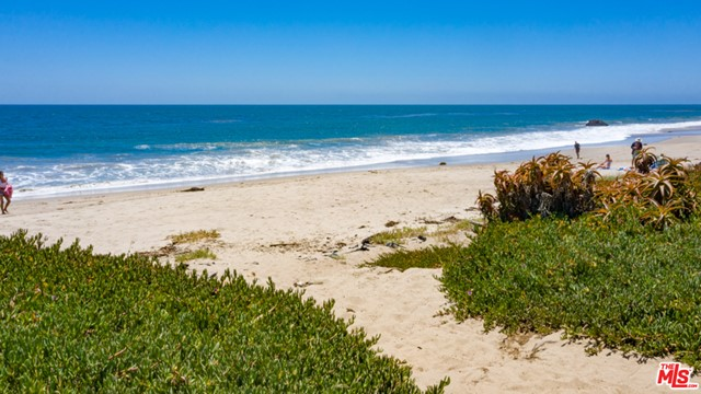 31830 Broad Beach Road, Malibu CA: http://media.crmls.org/mediaz/0420E414-EA74-4B58-81C0-7CD7DCFF5444.jpg