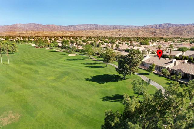 37647 Westridge Avenue, Palm Desert CA: http://media.crmls.org/mediaz/04938531-269F-4212-9D7B-5778E95D5173.jpg