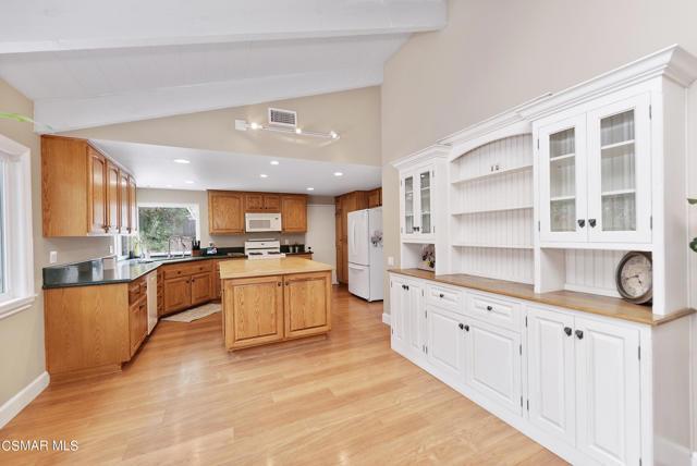 658 Bonwit Place, Simi Valley CA: http://media.crmls.org/mediaz/04A3E3C8-312D-47F8-82D9-B724481E1AEA.jpg