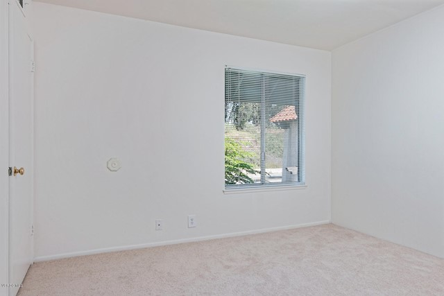 2847 E Harbor Boulevard, Ventura CA: http://media.crmls.org/mediaz/04ABCC39-372C-4ED6-8A24-E2009E49B144.jpg