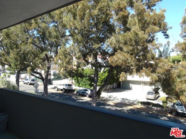 2021 California Avenue, Santa Monica CA: http://media.crmls.org/mediaz/04DBBC52-5F34-44B5-A204-298B20B0E7E8.jpg