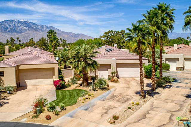 15 Birkdale Circle, Rancho Mirage CA: http://media.crmls.org/mediaz/0510EBFD-940B-40FE-B56E-4294F8889064.jpg