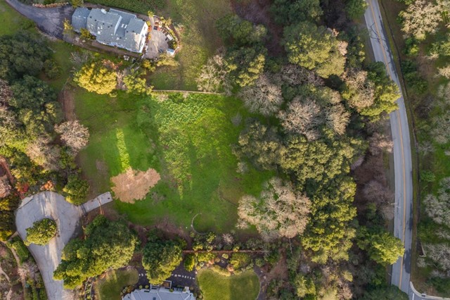 27474 Sunrise Farm Road, Los Altos Hills CA: http://media.crmls.org/mediaz/05188758-14D2-4A02-BD10-32FC58F30FF4.jpg