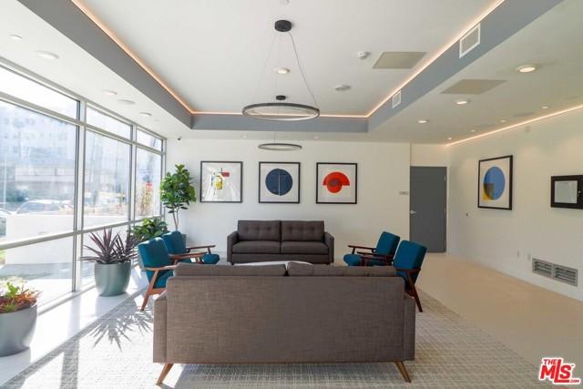 453 S KENMORE Avenue, Los Angeles CA: http://media.crmls.org/mediaz/053660C8-EAB1-424B-843A-AF122F039E4D.jpg