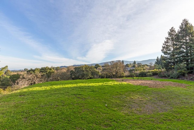 27474 Sunrise Farm Road, Los Altos Hills CA: http://media.crmls.org/mediaz/058FAC46-E4CD-4AA4-AF27-96F814E8E1B9.jpg
