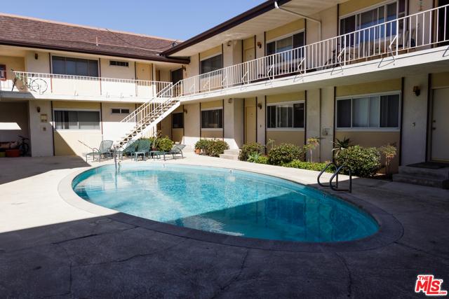 8722 Delgany Avenue, Playa del Rey CA: http://media.crmls.org/mediaz/05942F4F-1A34-4923-898E-E63F7C438660.jpg