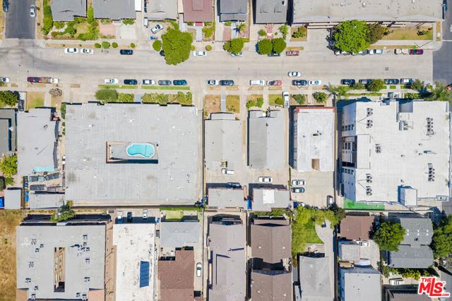 423 N Serrano Avenue, Los Angeles CA: http://media.crmls.org/mediaz/06250C3F-9592-439F-81AB-FDA71A266011.jpg
