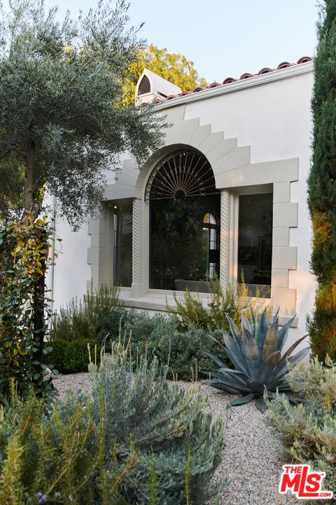 2020 N Serrano Avenue, Los Angeles CA: http://media.crmls.org/mediaz/06375820-68B5-411A-BFB4-09A29750AD6C.jpg