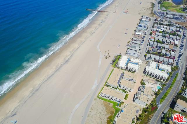 6400 PACIFIC Avenue, Playa del Rey CA: http://media.crmls.org/mediaz/070B29DD-1F78-4613-9B45-8DB87016E5CD.jpg
