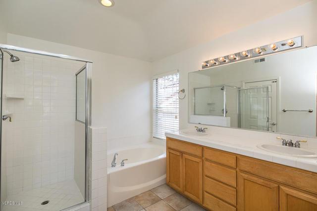 326 Avenida De Royale, Thousand Oaks CA: http://media.crmls.org/mediaz/071664FE-2D97-4829-8352-AA6F55E33CEF.jpg