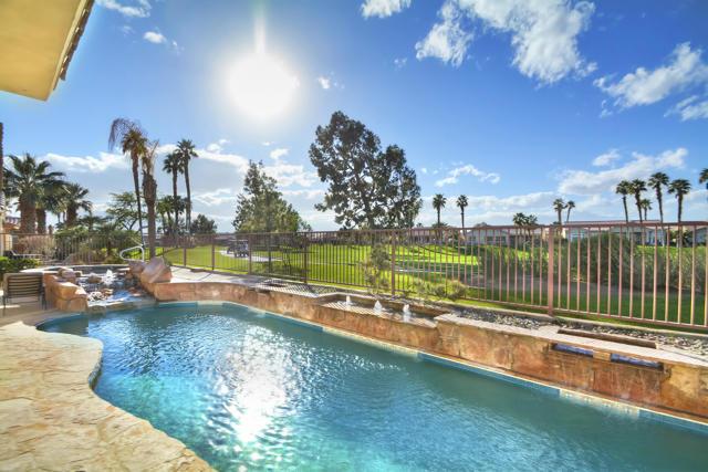 37647 Westridge Avenue, Palm Desert CA: http://media.crmls.org/mediaz/071FEFA5-E754-407D-A0DB-E6628D028C0E.jpg