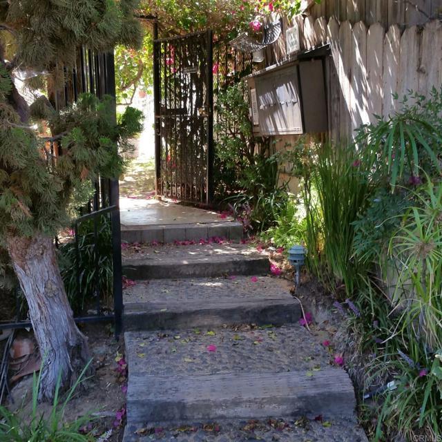 2080 Hornblend Street, San Diego CA: http://media.crmls.org/mediaz/075B7240-3253-4DAC-A93F-F04B5BE3FC7F.jpg