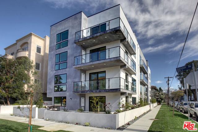 10815 Missouri Avenue, Los Angeles CA: http://media.crmls.org/mediaz/07686AA2-10DB-4A0F-959C-F0547D401D95.jpg