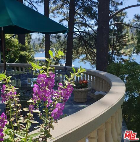 27417 NORTH BAY Road, Lake Arrowhead CA: http://media.crmls.org/mediaz/07A58225-D906-46FC-96DD-876D9C768E0B.jpg