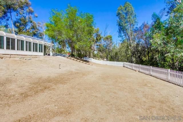 2840 Via Arroyo, Fallbrook CA: http://media.crmls.org/mediaz/07e1e9c6-dc5a-4ca7-b9c0-5aed5d29f435.jpg